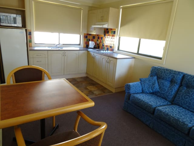 Self-Contained Q+S Suite - Batehaven - Other