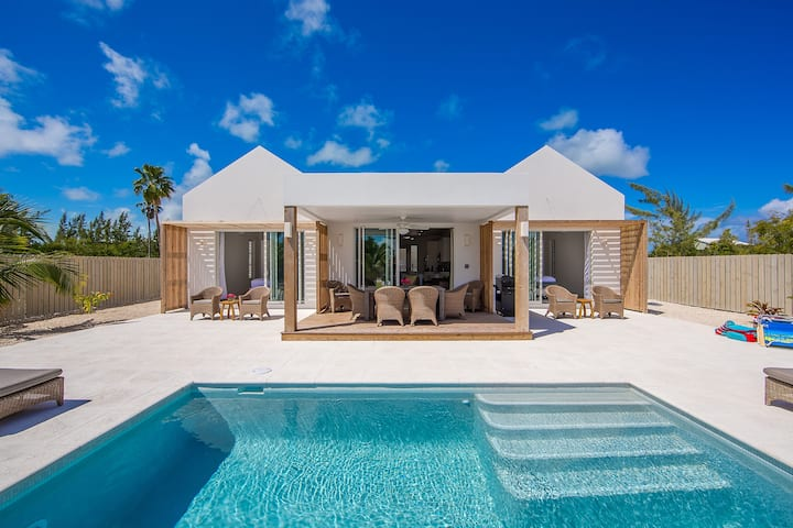 Turks and Caicos Islands, Grace Bay Beach, New