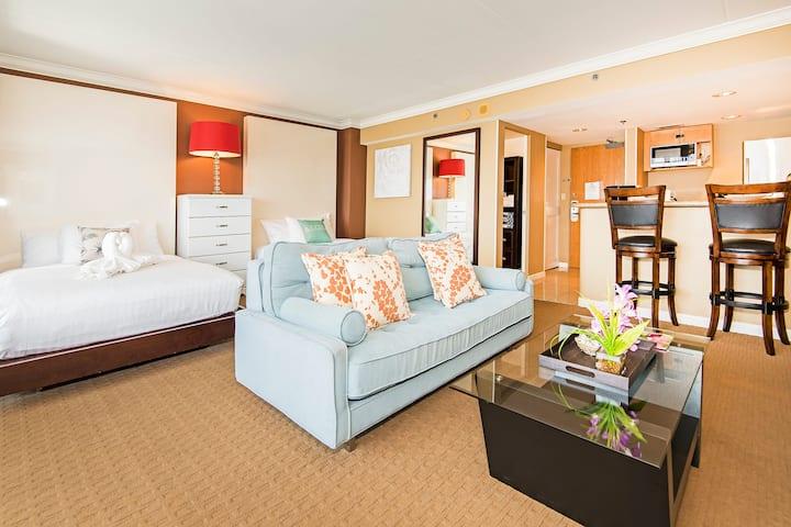 *Professionally Sanitized*Oceanview Ilikai Condo w/Full Kitchen Modern Design - Ilikai Hotel Ocean-Marina 1 BDR on the 20th Floor