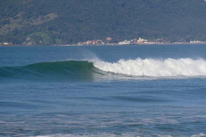 Suíte a 700 m da Praia do Campeche !!!