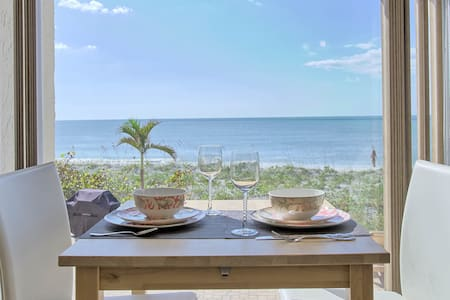 Key's Paradise 111 a True Beachfront, 1BD Condo, Perfect for Couples and Small Families