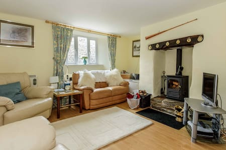 3-Bed Devon Cottage in the heart of Frogmore