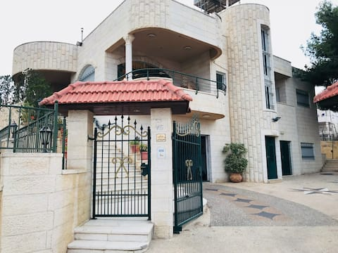 Majd's Family Bethlehem Villa (Private Apartment)