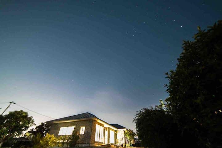 伊予市の静かな別荘 ギャラリーのある癒しの空間 非対面チェックイン可能