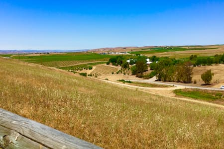 Private,comfy 2 bd/2 ba country home! Wine! Views! - San Miguel