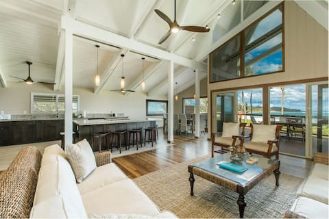 Newly Renovated Beachfront with a Hot Tub