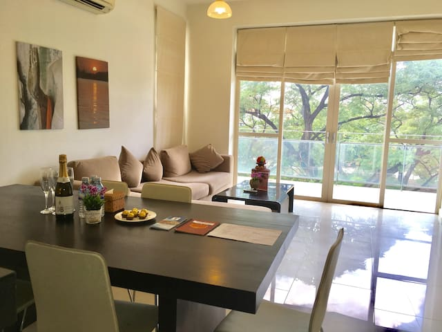 Riverview luxury apartment. Amazing rooftop pool! - Krong Siem Reap - Lägenhet