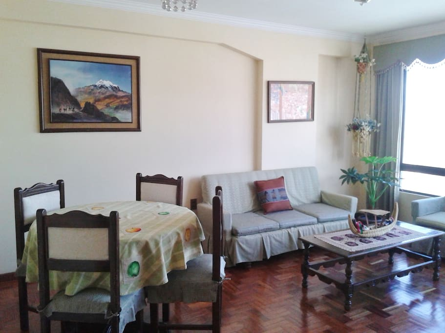 Living room and dinning area with wall heater Area de la sala y comedor con calefaccion de pared