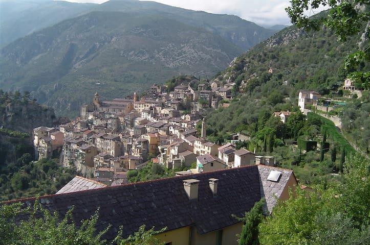 Gîte dans village piétonnier entre mer et montagne