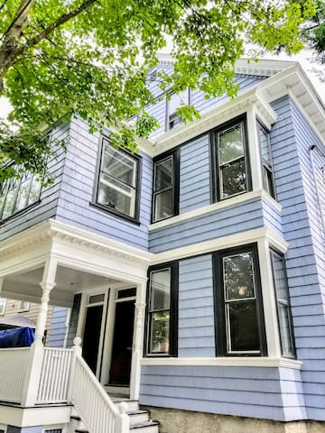 Modern Victorian on College Hill - Newly Renovated