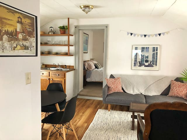 Cozy getaway in the heart of town