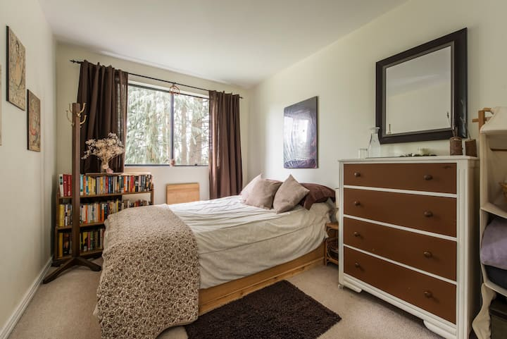 Beautiful Room! Centrally Located