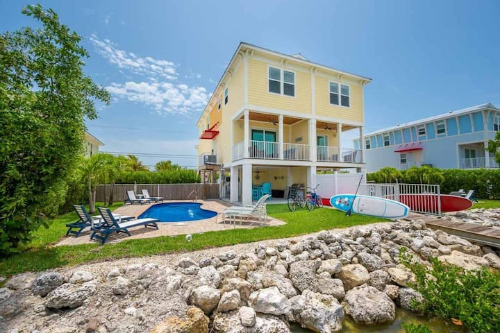"""""""Chillax"""" Private Pool and Dock, Canal Front, Beach!"""