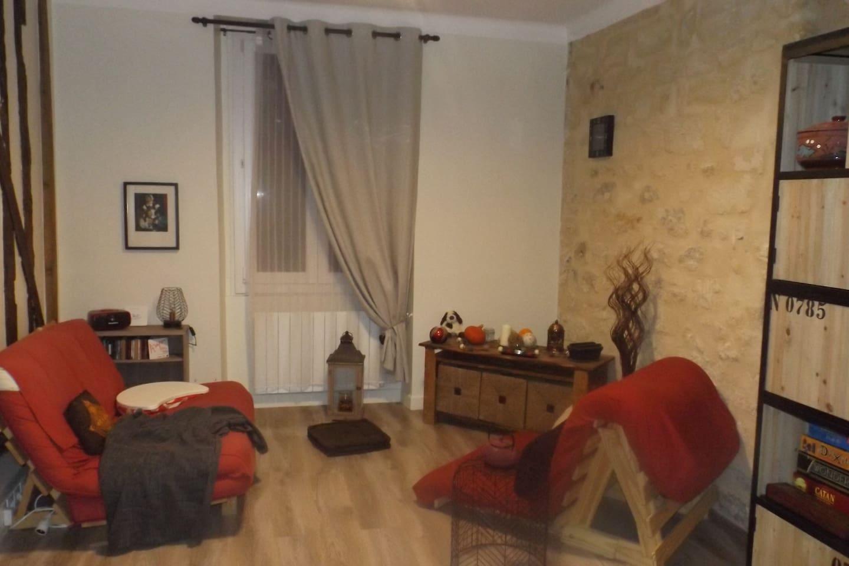 Le salon ; les deux futons (double et simple) seront aménagés en lits à votre arrivée selon le nombre de personnes réservant