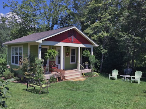 Cottage on Fifth, Location!, Location!
