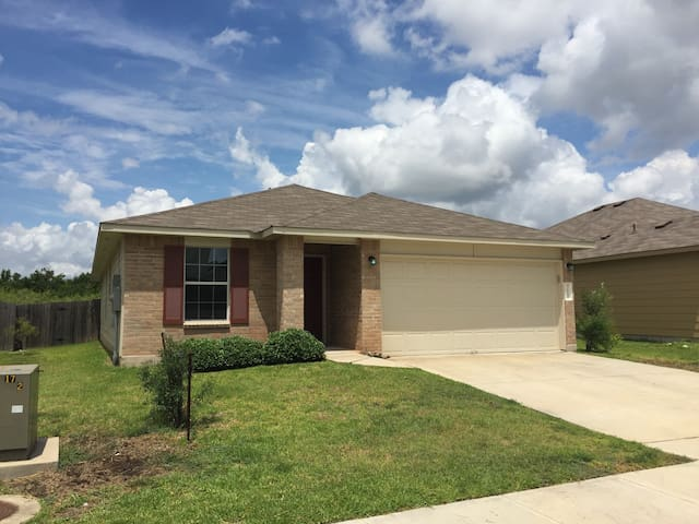 Spacious, Lovely, Newer House, 3 KING BEDS, AUSTIN