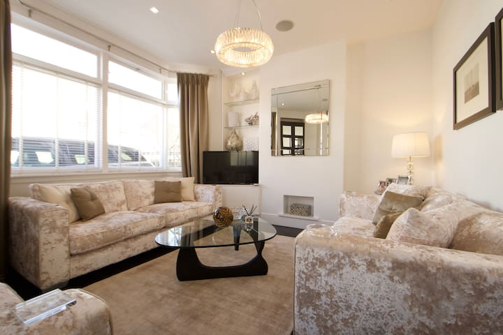 Stylish High End 4 bed house in heart of Chiswick