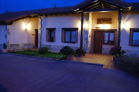 Apartamentos Rurales con encanto(Cueva-Peñadoria) - Valdredo