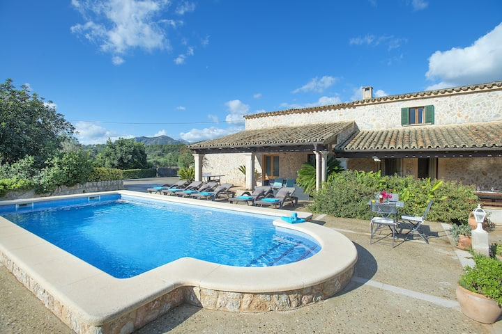 Gran Villa Peric with Fantastic Pool for Great Family Holidays