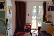 Le salon & vue vers le petit jardin