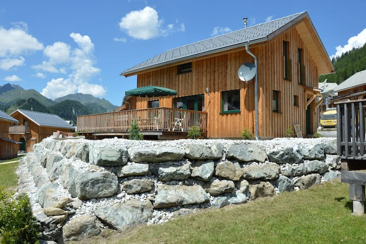Plush Chalet in Hohentauern with Sauna & Whirlpool