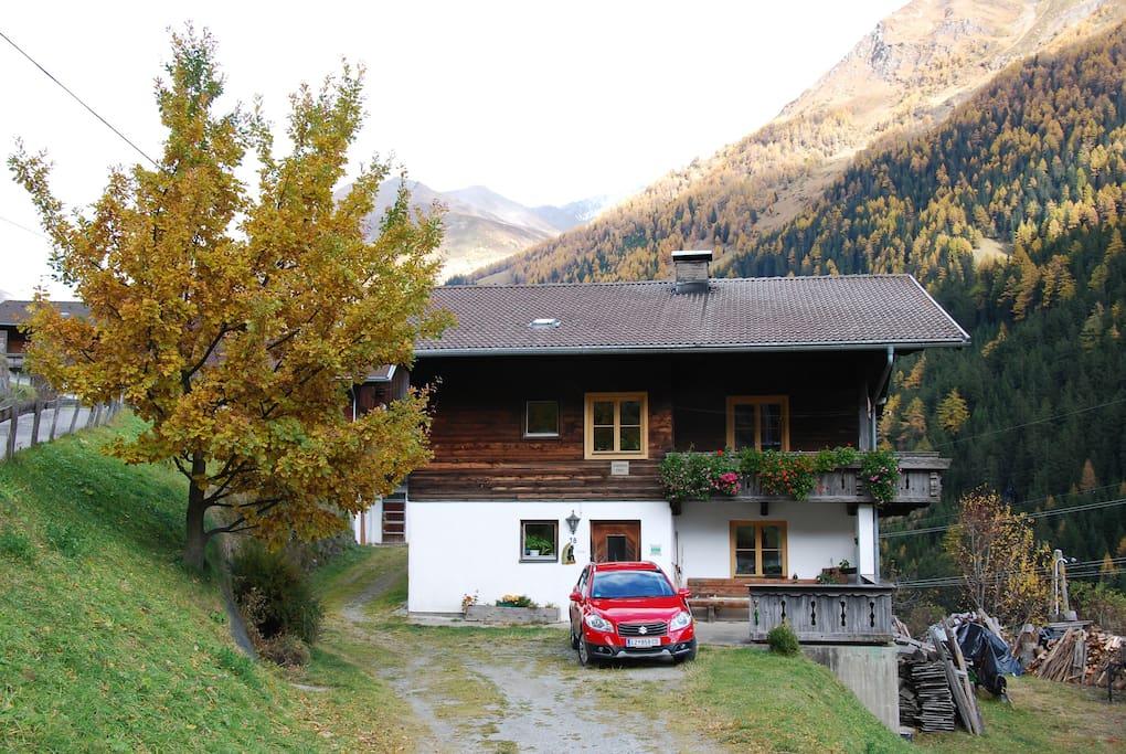 Stachlerhof im Herbst
