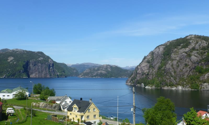 Summerhouse with beautiful view 1 hour from Bergen