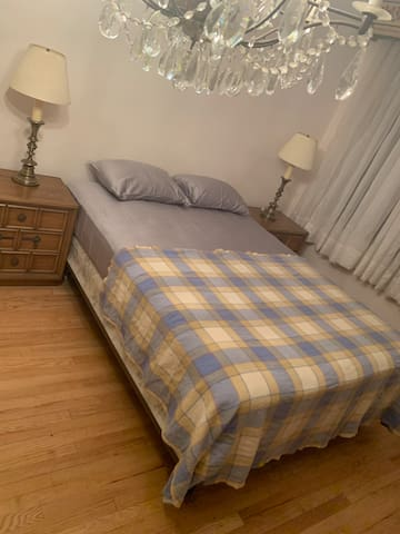 Astoria House - Private Large Room near subway