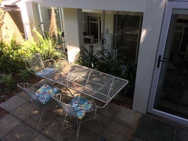 Garden Apartment tranquil & quiet neighborhood