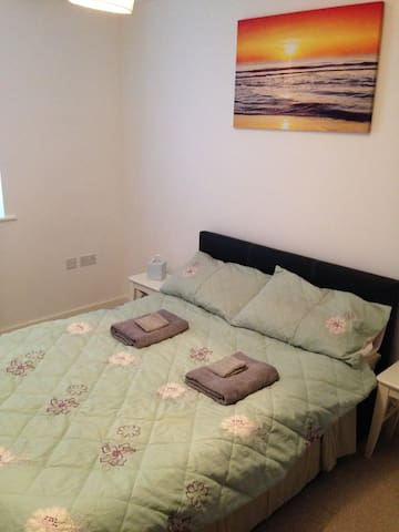 Beautiful Double bedroom -30mins to Central London - Chigwell - Ev