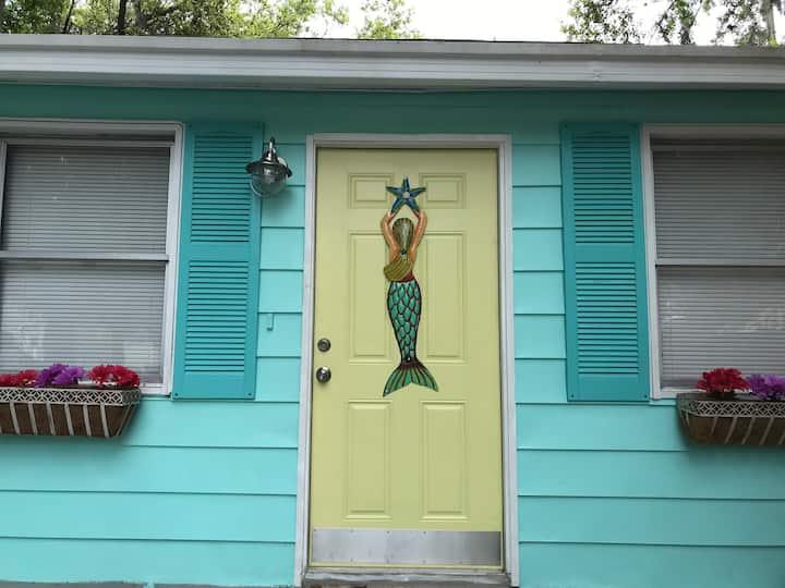 Key West Style Hideaway- Pet Free- New Listing!