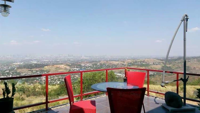 Amazing view from a modern loft - Binangonan - Bed & Breakfast