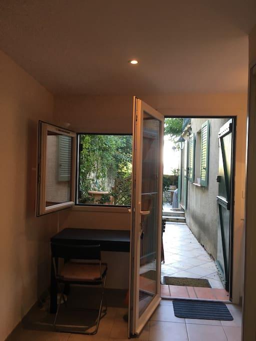 Private studio walking distance to aix en provence - Distance salon de provence aix en provence ...