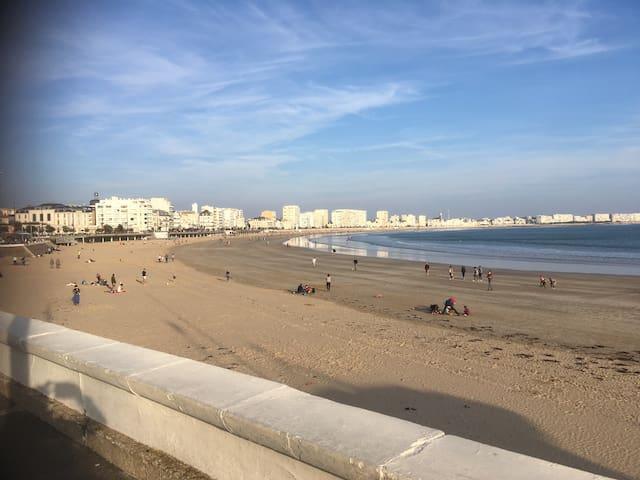 Grande plage à 2 minutes à pied