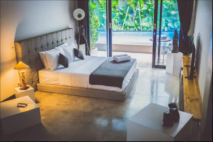 B13 1BR Seminyak Apartment ~ Pool, Kitchen, WiFi