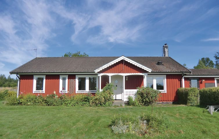 Holiday cottage with 3 bedrooms on 112m² in Bruzaholm