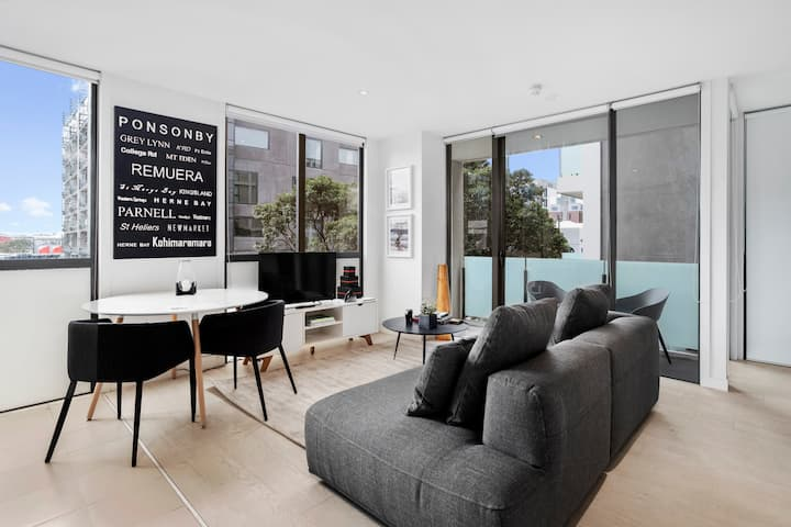 Modern & sophisticated apartment in prime location
