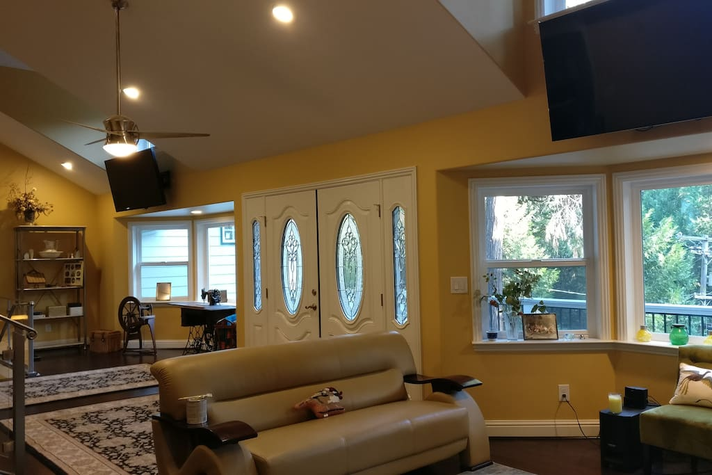 Front entrance, vaulted ceilings