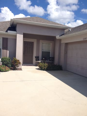 Amazing entire home near airport and major parks