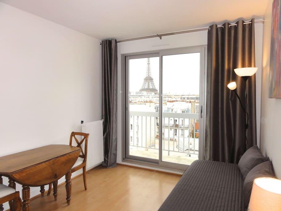 Room 1 : Séjour - Salle à manger sur balcon ou chambre à coucher 2 lits