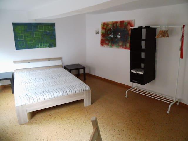 1 Zimmer in Kunst-Galerie-Wohnung ca. 170m² - Butzbach - Appartement