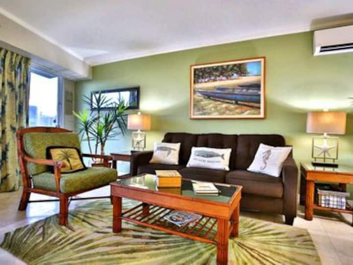 Waikiki 1 Bedroom Suite with FREE PARKING!!