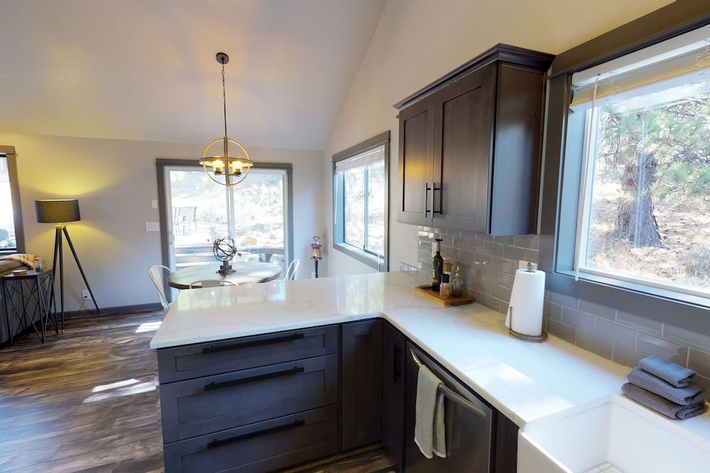 Brand new, well-stocked kitchen with quartz countertops