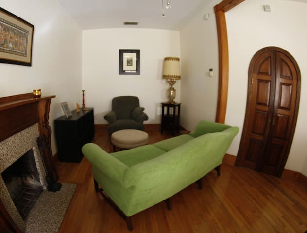 Charming Home Apt Near Downtown - Gainesville - Casa