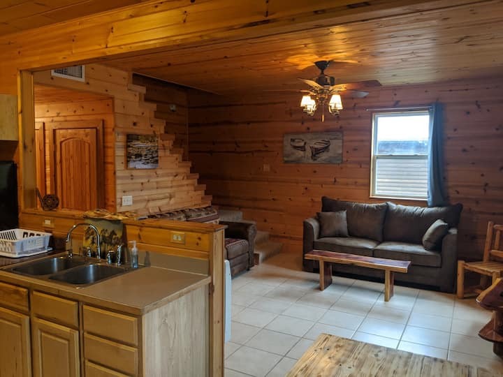 Galena Cabins - Main, right on the James River!