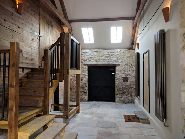 The Hayloft, Washing Pool Barns - suite for two