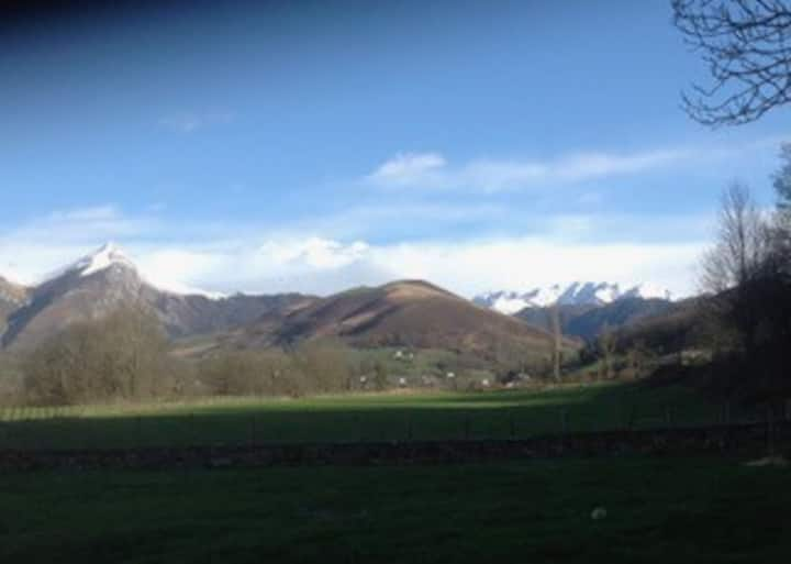 Pays Basque Vue imprenable sur Iraty avec piscine
