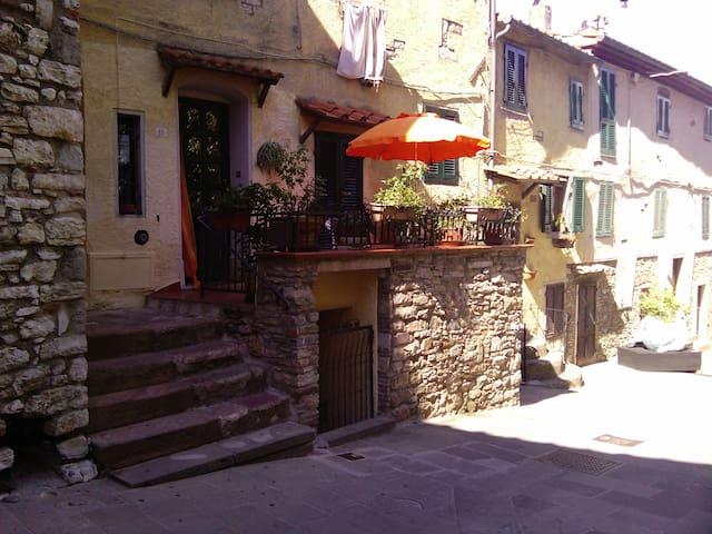 Caratteristico appartamento in centro storico - Sassetta - Leilighet