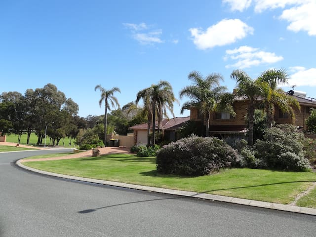Northwood House - big private home in beach suburb - Kallaroo - House