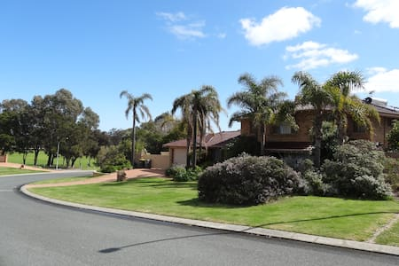 Northwood House - big private home in beach suburb - Casa